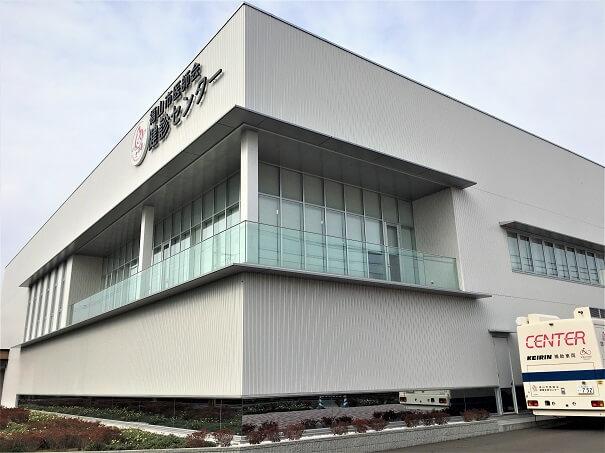 一般社団法人 福山市医師会 2018年に新しく建設された健診センター、ガラス張りの綺麗な外観です