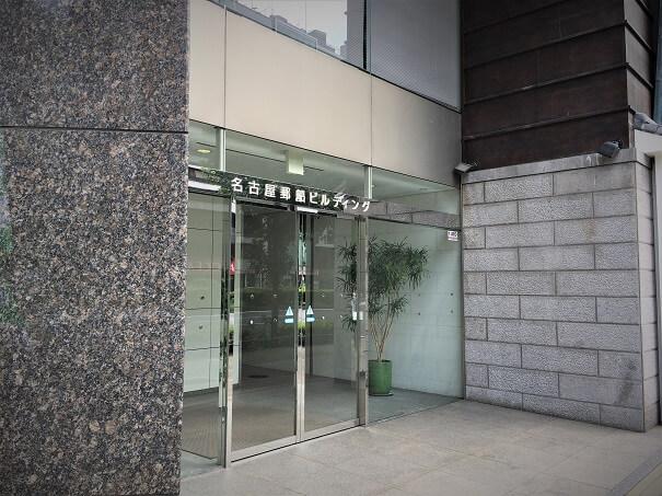 1Fにセブンイレブンがある名古屋郵船ビル エントランス こちらの8Fへ