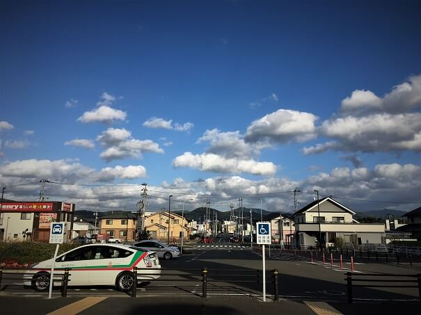 岩手飯岡駅もしくは盛岡南ICから県道13号線 ローソンが目印の交差点へ