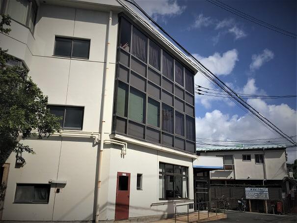 鎌倉ヒロ病院 道路沿いから見た外観です