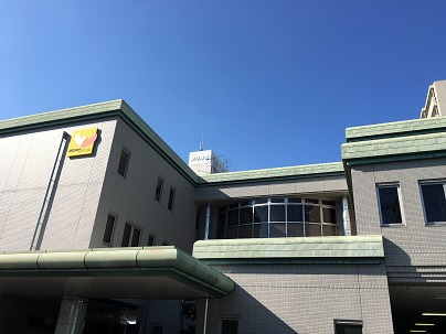 順風会健診センター 建物外観、薄緑色で新しくきれいです